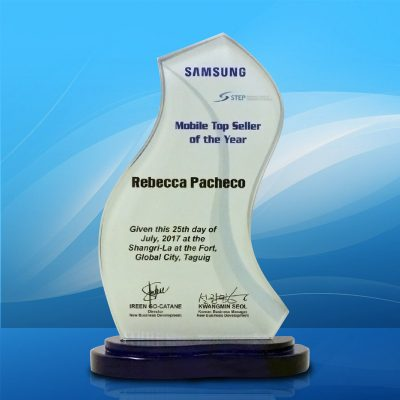 ICS's Rebecca Pacheco bags top award at the Samsung 2017 Partner Appreciation event